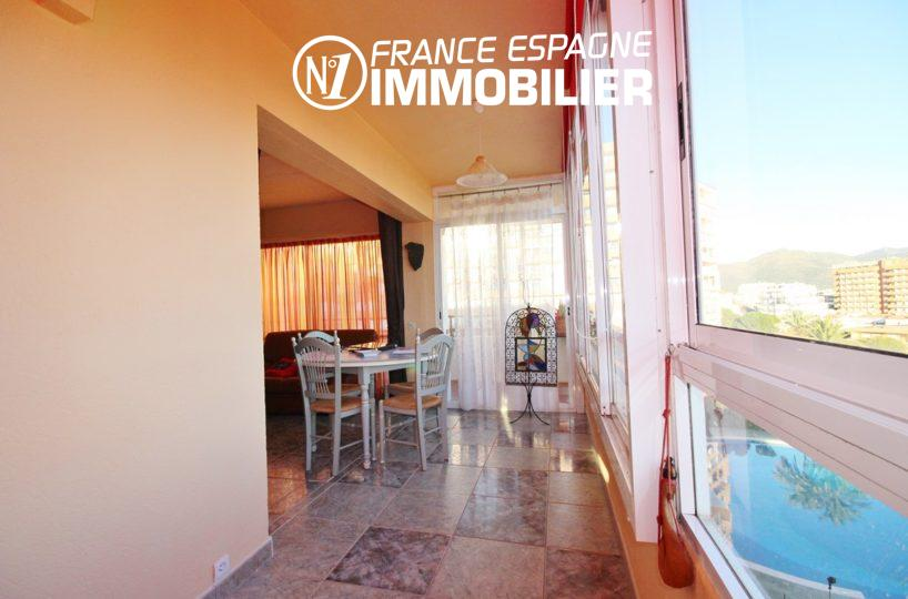 appartement costa brava, ref.3052, coté salle à manger avec vue canal