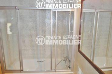 vente villa empuriabrava, proche plage, salle de bains avec baignoire