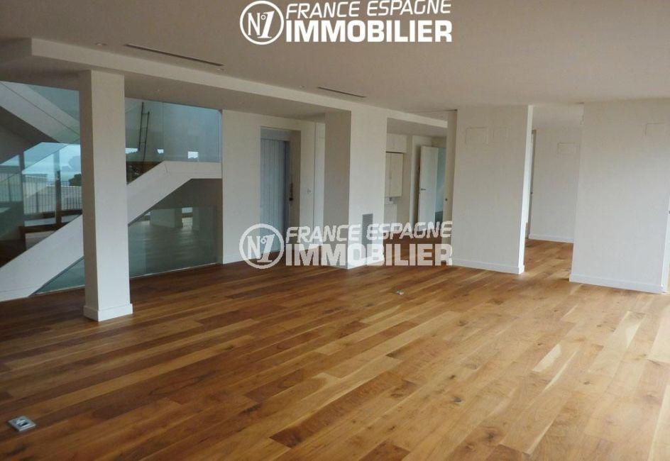 rosas immobilier: villa ref.2391, salon / salle à manger lumineuse