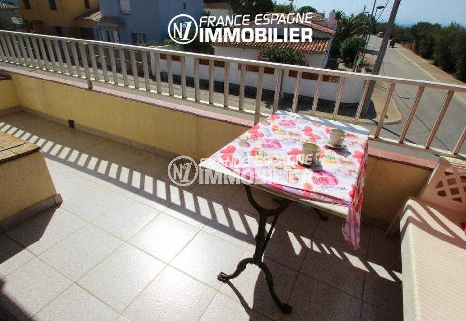 immo center rosas: appartement 70 m², terrasse de 8 m² avec coin détente