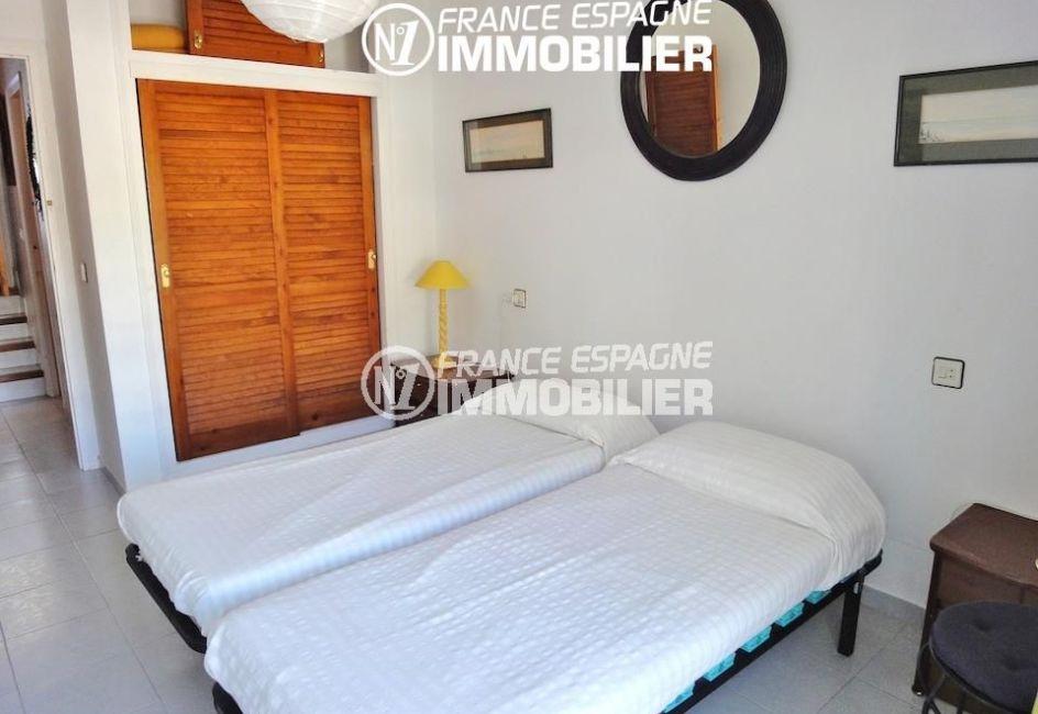 la costa brava: villa 133 m², deuxième chambre avec 2 lits simple et placards