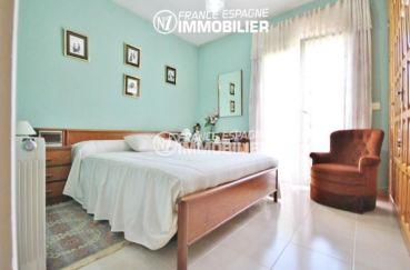 maison a vendre a rosas, ref.2943, première chambre avec grand lit