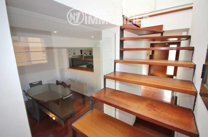 agence immobiliere costa brava: villa ref.3217, vue sur la salle à manger depuis l'escalier