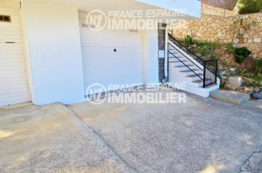 canyelles petites: ref.2862, vue sur le garage privé, escalier accès appartements