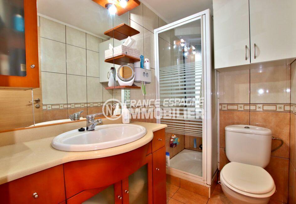 achat appartement rosas, 3 pièces 55 m², salle d'eau avec douche et wc