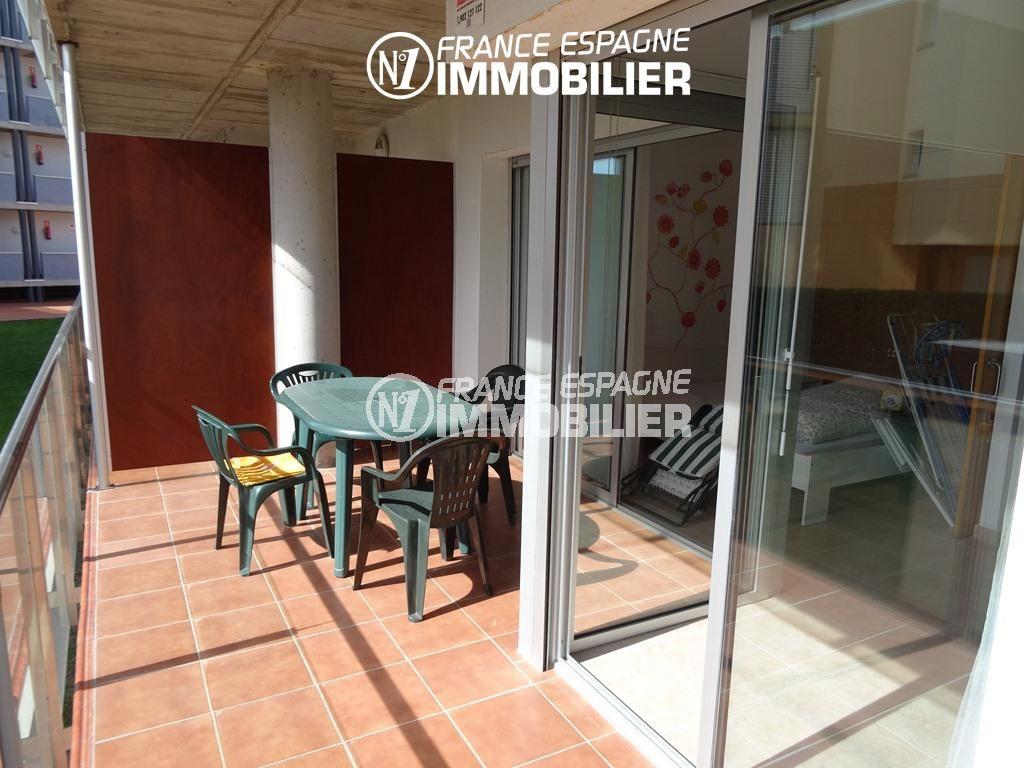appartement a vendre rosas, ref.2507, aperçu de la terrasse de 10 m² accès salon