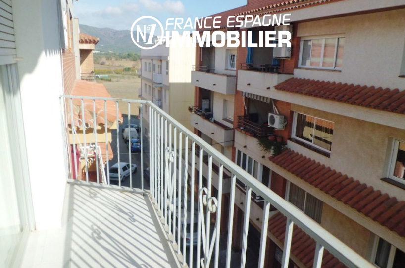 appartement roses, vue balcon en centre ville | ref.1980