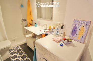 appartement costa brava, ref.3283, salle d'eau avec douche, lavabo et wc