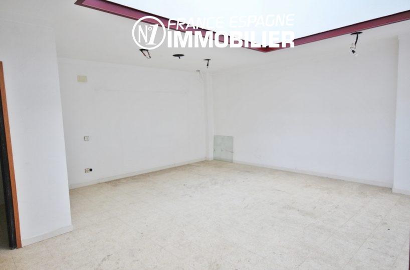 agence immobilière rosas: commerce ref.3108, grand local au centre-ville