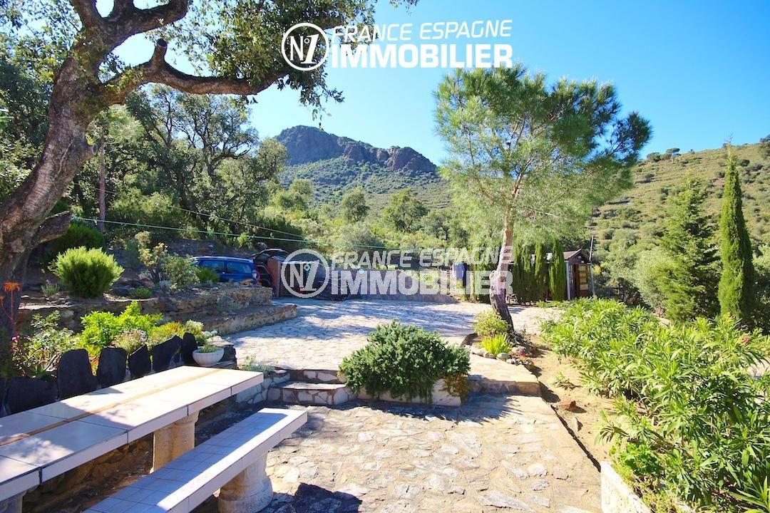 agence immobilière llanca: villa ref.2901, banc et parking au bout du jardin