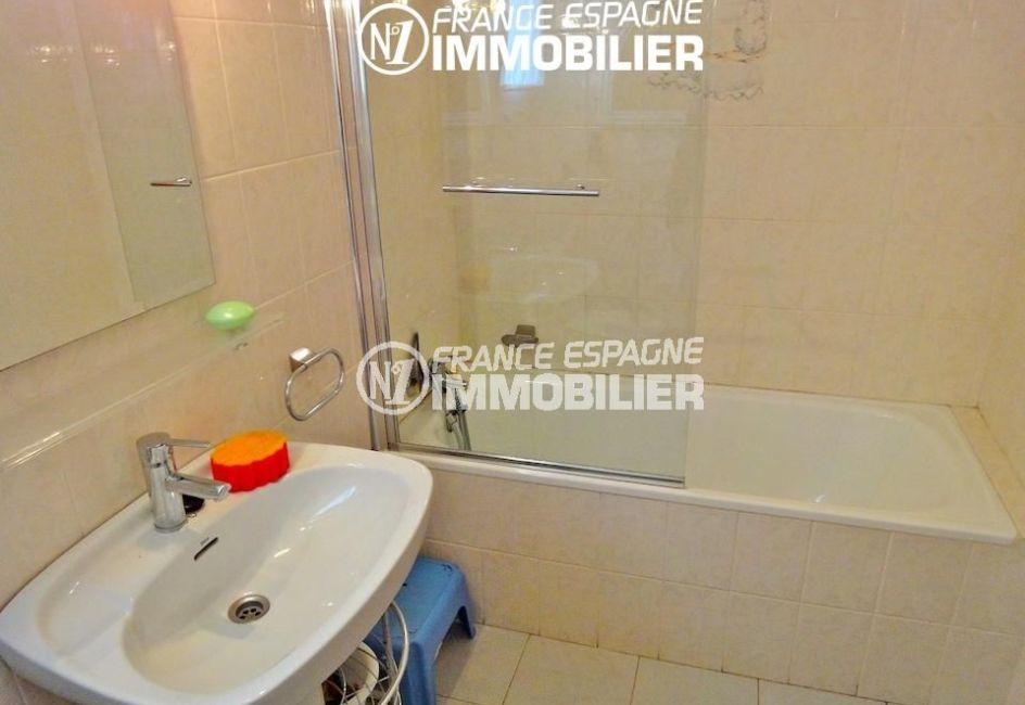 achat rosas: villa 133², salle de bains avec baignoire et lavabo