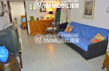 vente empuriabrava: villa petit prix, salon / séjour vue sur la chambre