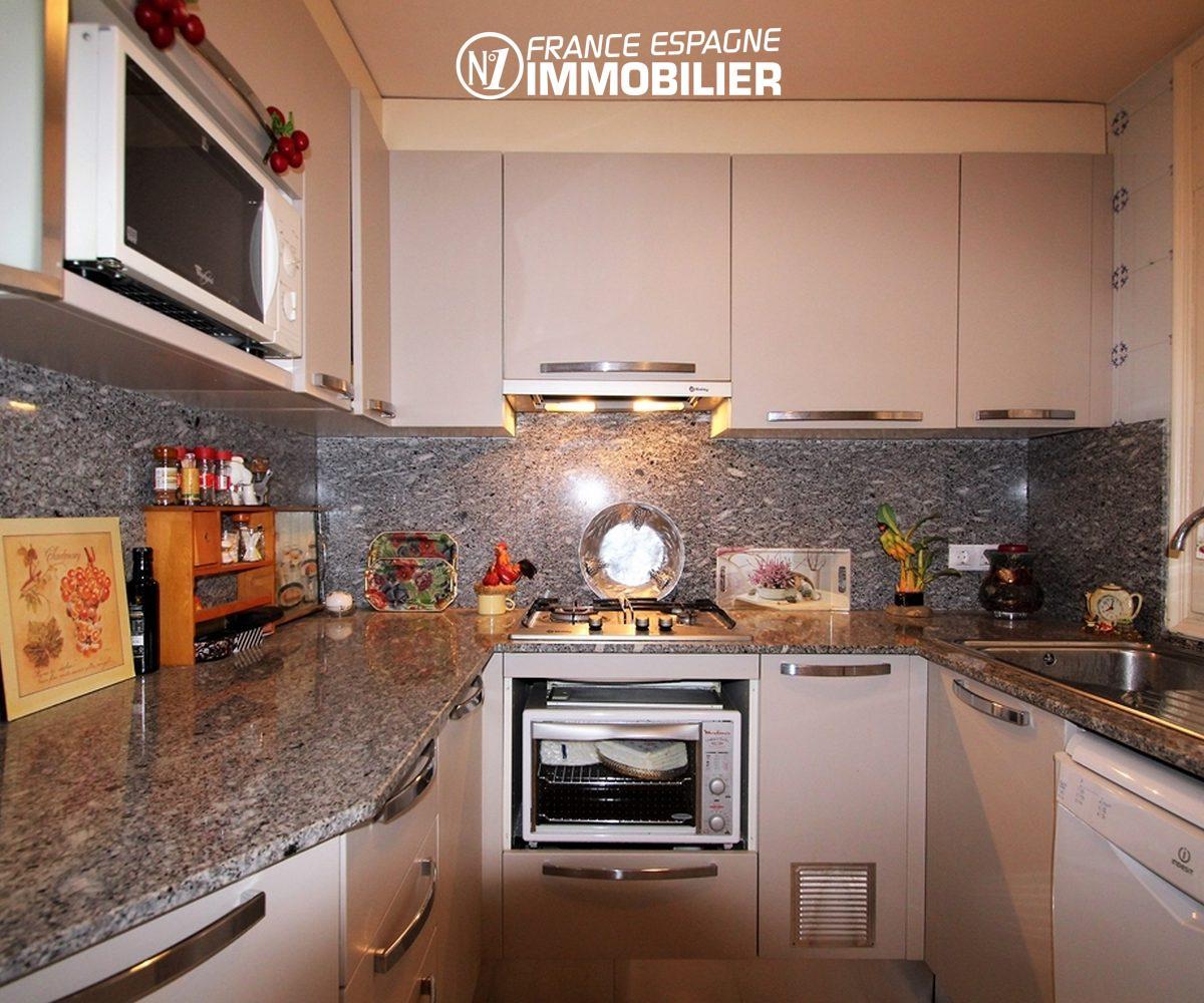maison a vendre costa brava, ref.3271, vue frontale de la cuisine aménagée