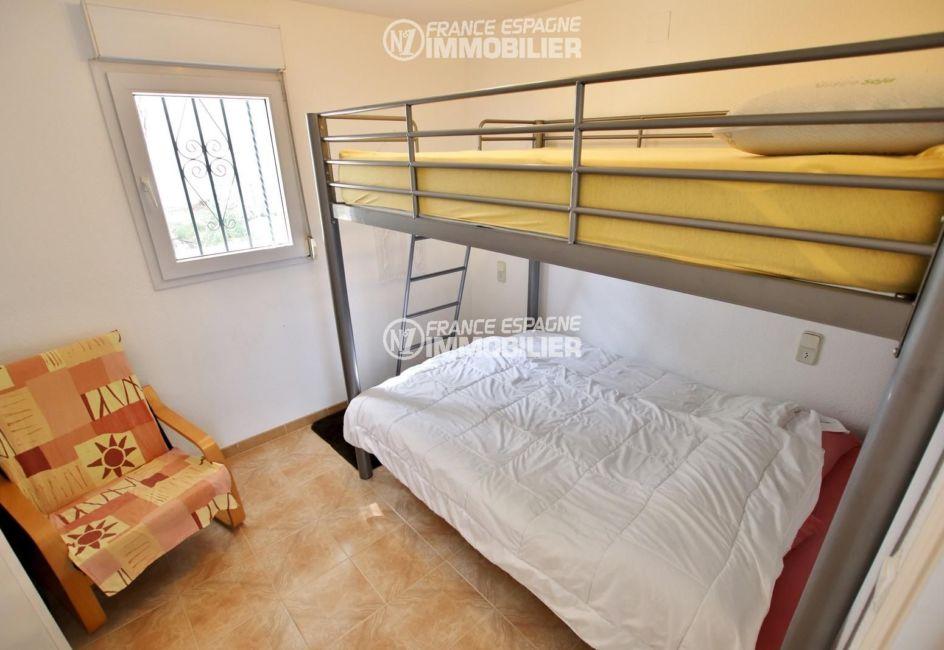 agence immobilière roses: villa ref.2667, seconde chambre avec lits superposés