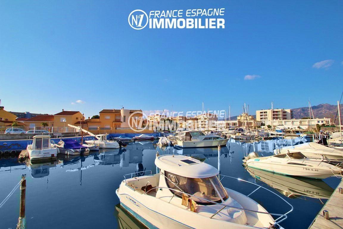 appartement roses, ref.2848, vue sur la marina, possibilité d'amarre en location