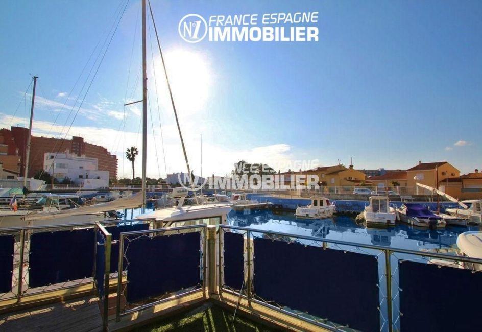 immo center rosas: appartement ref.2848, accès à la marina depuis la piscine