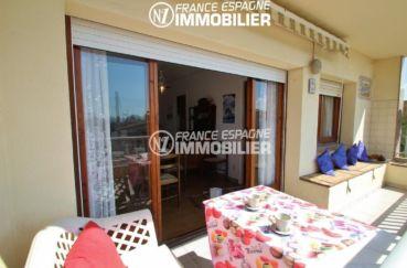 immo center roses: appartement 70 m², terrasse de 8 m² avec accès au salon