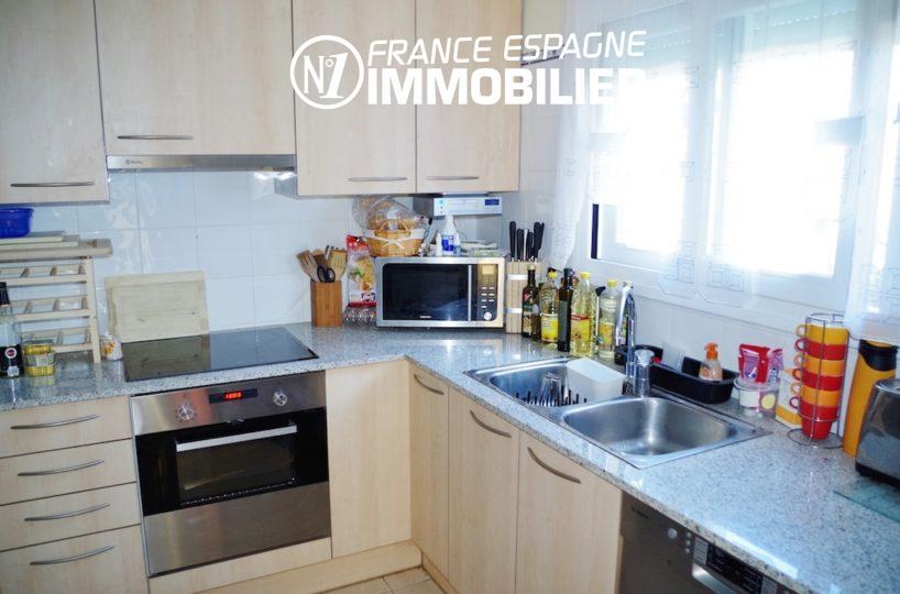 n1immobilier: villa ref.2287, cuisine indépendante équipée avec des rangements