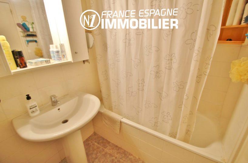 vente immobilier rosas espagne: villa ref.2824, salle de bains avec lavabo et rangements