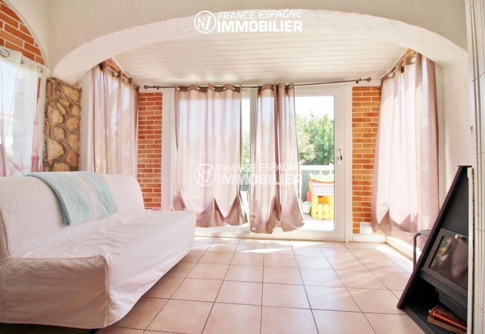 achat maison costa brava bord de mer, 4 pièces 150 m², séjour, murs en pierre et en brique