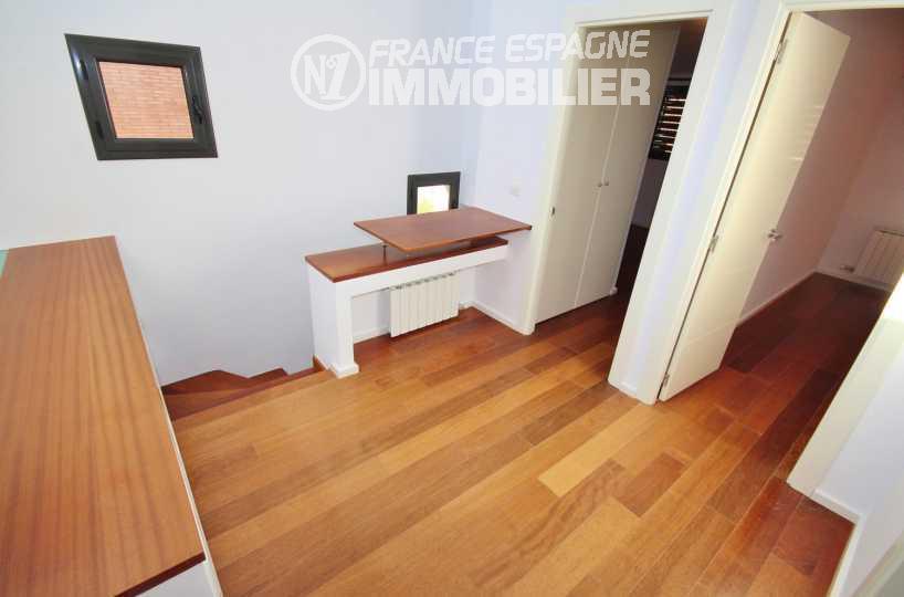 agence immobilière espagne costa brava: villa ref.3217, distirbution des chambres en haut de l'escalier