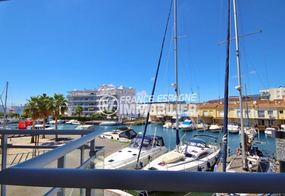 vente appartements rosas espagne, piscine, vue sur la marina depuis la terrasse