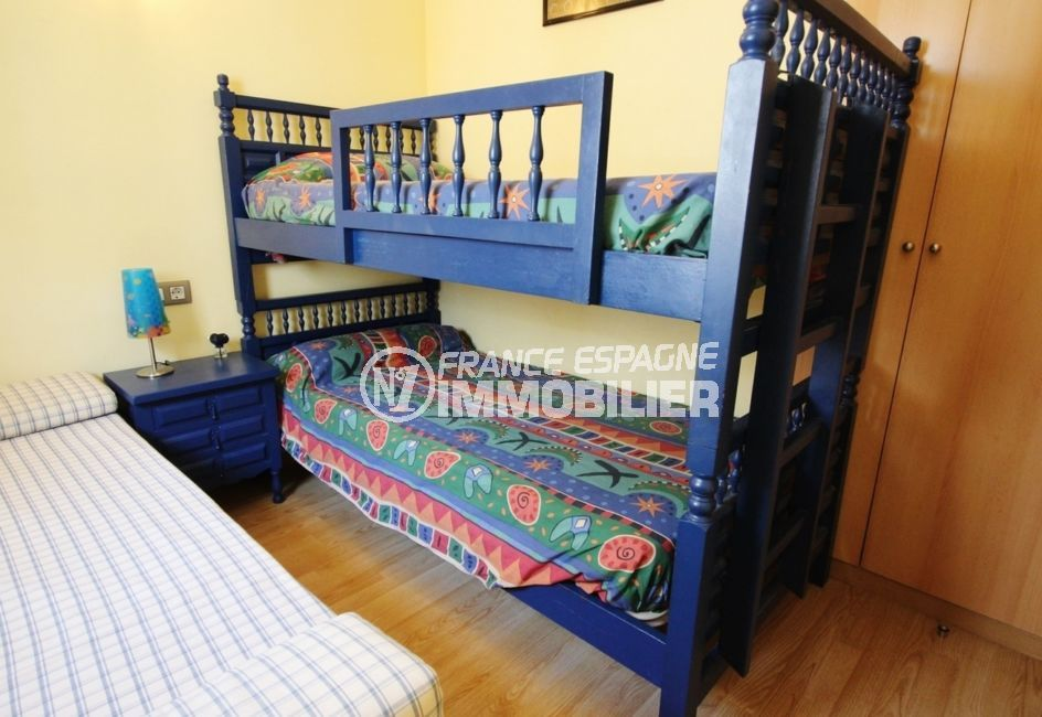 appartement empuria brava, 3 pièces 57 m², 2° chambre avec lit double et lits superposés