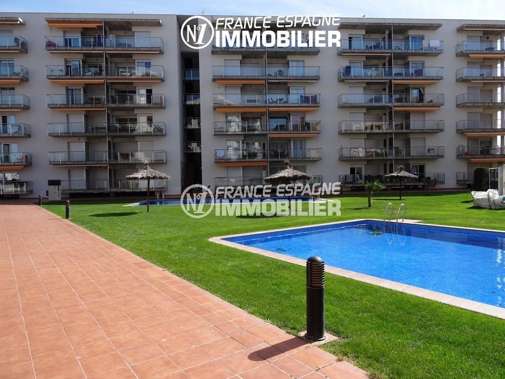 immocenter roses: appartement ref.2507, aperçu des piscines communautaires