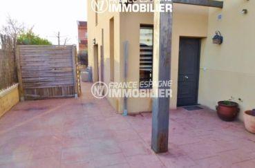 immobilier empuriabrava: villa ref.2047, terrasse qui dessert à la porte d'entrée