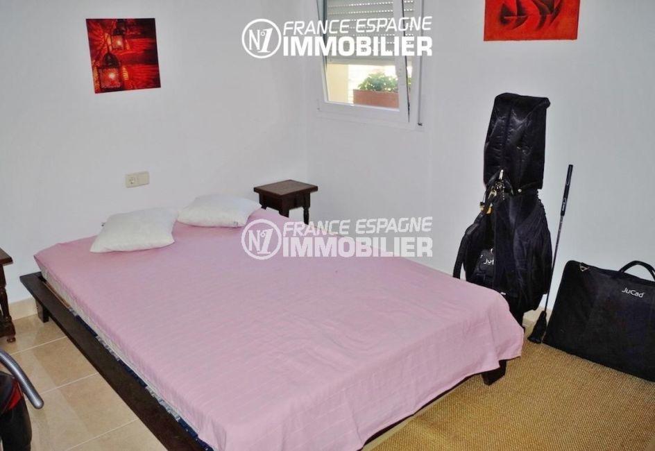 achat maison costa brava, ref.2287, première chambre avec un lit double