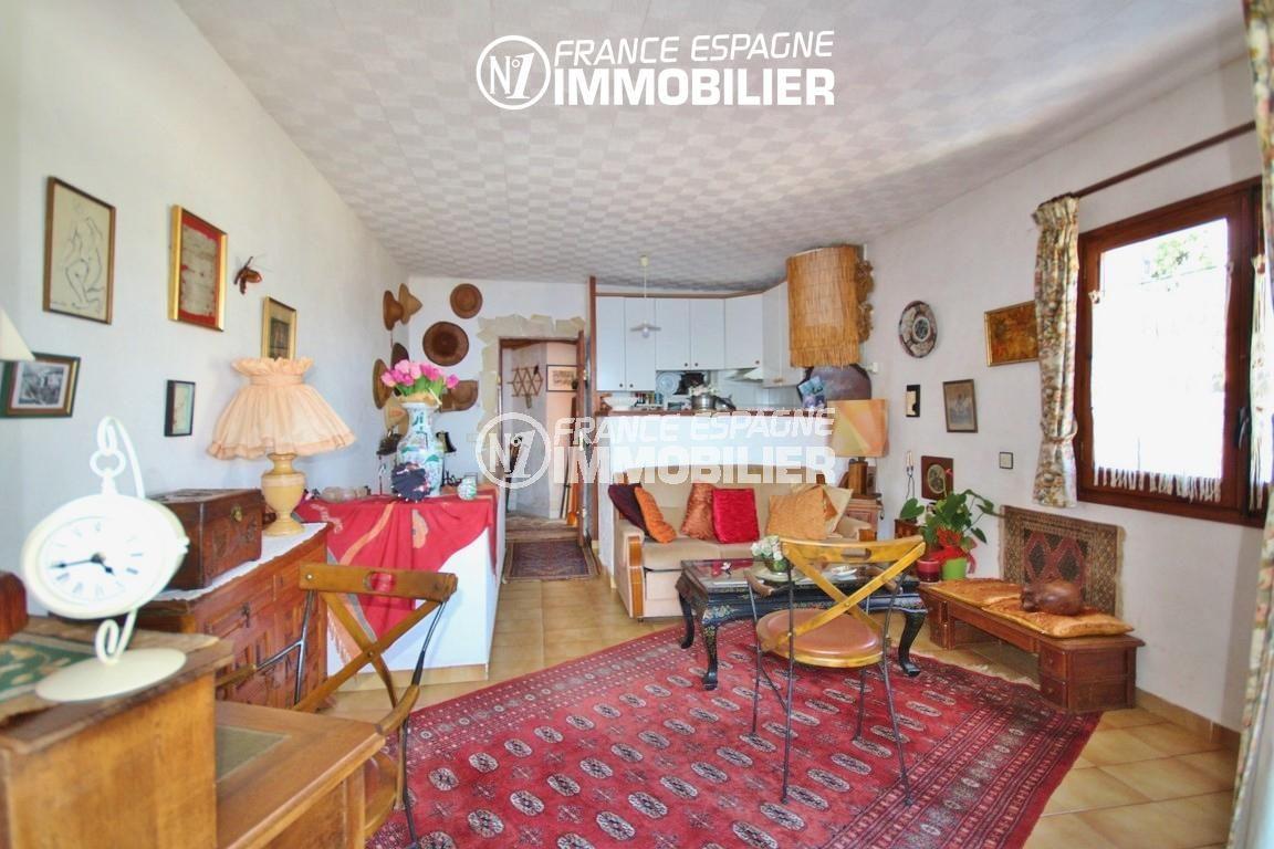 canyelles petites: villa 65 m², salon / séjour avec cuisine semi ouverte