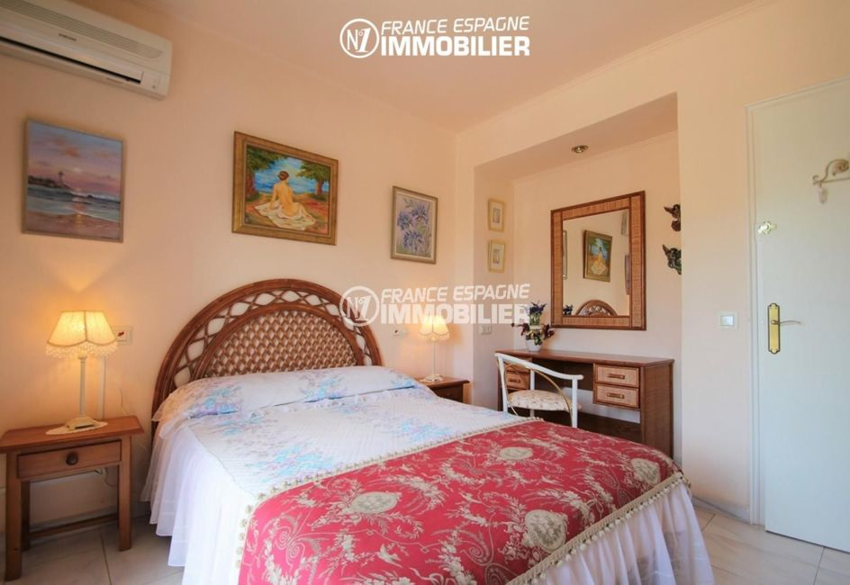 maison a vendre espagne, ref.3271, suite parentale - vue lit et coiffeuse
