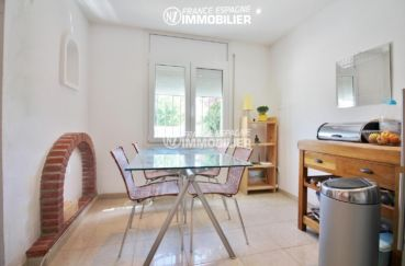 la costa brava: villa 4 pièces 150 m², coin repas avec cuisine ouverte