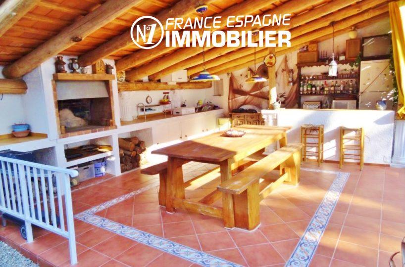agence immobiliere empuriabrava:  villa ref.2110, terrasse couverte & BBQ, vue latérale