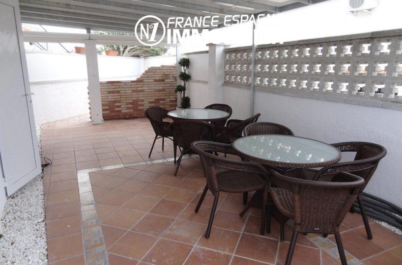 agence immobilière empuriabrava- villa avec studio indépendant - vue sur la terrasse couverte