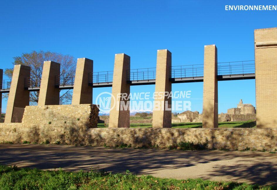 visite de la citadelle de roses, site archéologique, forteresse militaire