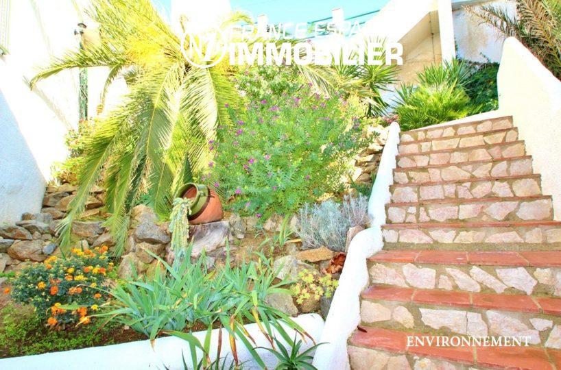 agence immobiliere roses: villa ref.2735, vue sur le voisinage aux alentours