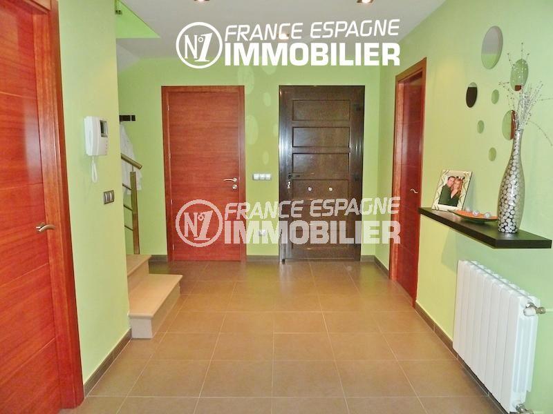 n1immobilier: villa ref.1013, vue sur le hall d'entrée qui dessert les autres pièces