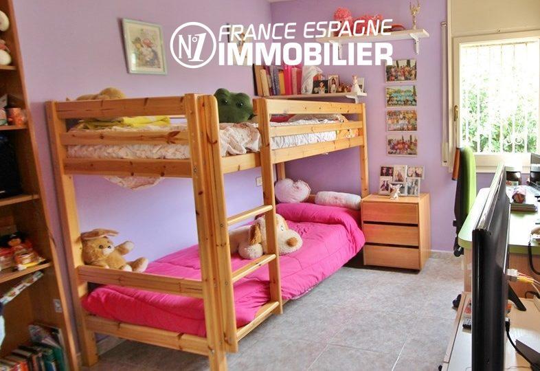 maison costa brava, ref.2824, troisième chambre avec lits superposés et rangements