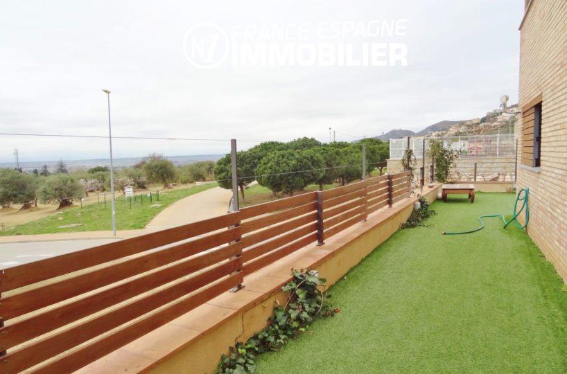 acheter maison costa brava, ref.2482, jardin avec pelouse synthétique