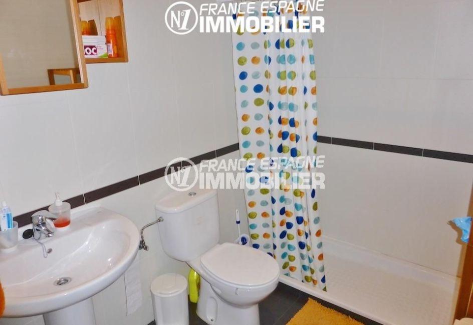 acheter maison espagne costa brava, ref.1861, salle d'eau: douche, lavabo et wc