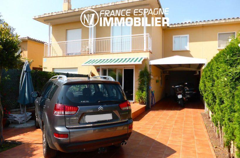 Villa Figueres proche commerces - vue sur l'entrée