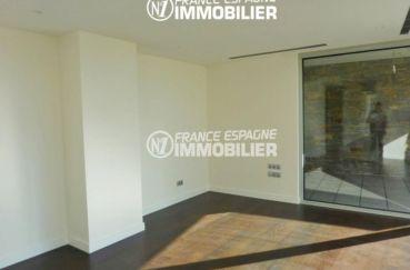 immocenter roses: villa ref.2392, première chambre accès terrasse de 26 m²