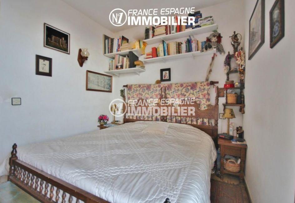 immobilier a rosas: villa 65 m², première chambre avec un lit double