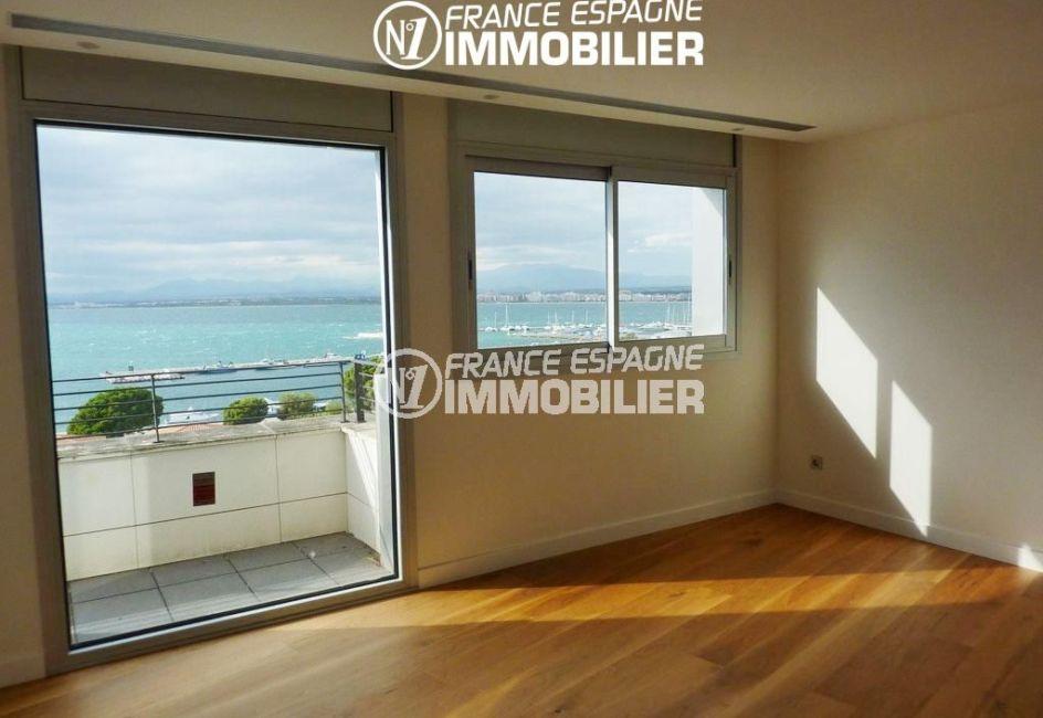 immo center rosas: villa ref.2391, chambre 2 avec un balcon vue sur la mer