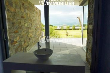 immo center rosas: villa ref.2392, table basse avec vasque accès terrasse, vue mer