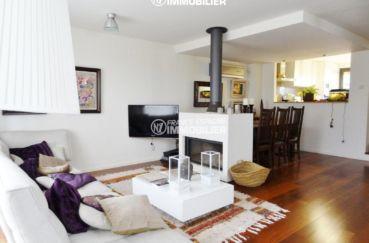 vente maison costa brava, ref.2482, vue sur le salon avec une grande cheminée