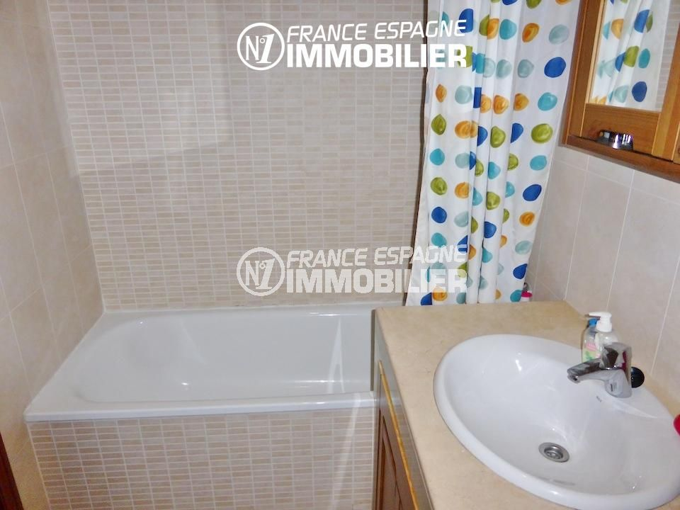 immobilier costa brava: villa ref.1861, salle de bains avec baignoire et vasque