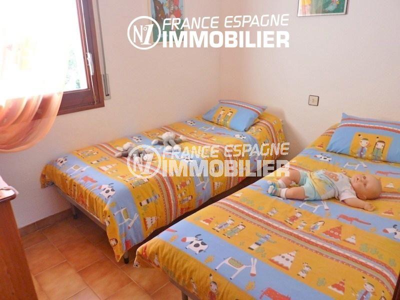 vente immobiliere costa brava: villa 108 m², chambre 4 avec deux lits simples