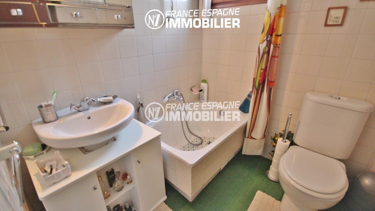 immo center rosas: villa 65 m², salle de bains avec baignoire, lavabo et wc